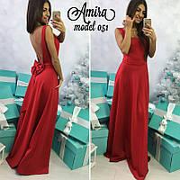 Красное платье в пол с бантом.