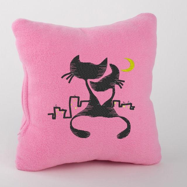 Декоративная подушка с надписью Koty pod lunoy в расцветках