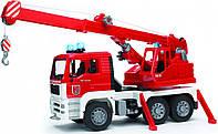 Пожарный автомобиль с краном Bruder М1:16 со светом и звуком (02770)