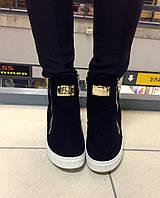 Теплые женские зимние ботинки - сникерсы, замша искусственная. Молнии рабочие. Цвет черный