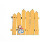 Декор-паркан з фігуркою дівчинки(жовтий)
