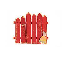 Декор-паркан з фігуркою хлопчика(червоний)
