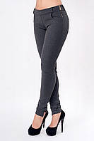 Женские теплые брюки серого цвета с застежкой-молнией сбоку.