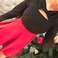 Двухцветное трикотажное платье с бантом на груди