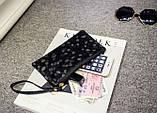 Сумочка-клатч с ремешком на руку текстура Камень черная, фото 2