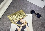 Сумочка-клатч с ремешком на руку текстура Камень золото, фото 2
