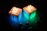 Свеча подарок с диодной подсветкой 75х75х80мм. Цвет белый 1 шт.