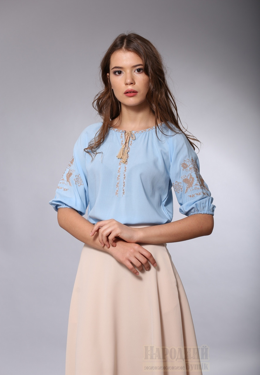 Женская голубая вышитая блуза