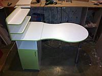Маникюрный стол закрытыми полочками однотумбовый для студии красоты