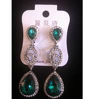 Красивые серьги с зелеными камнями и кристаллами 6см