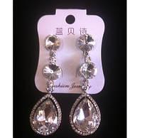 Красивые серьги с белыми камнями и кристаллами 6см