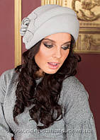Берет шляпа из фетра с двумя  выпуклыми складками