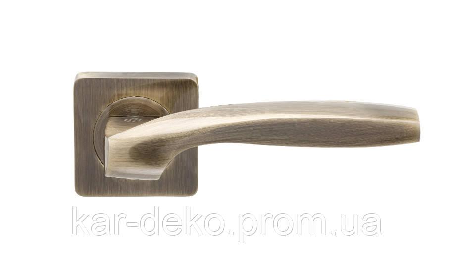 Дверная ручка квадратная розетка KEDR