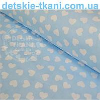 Ткань с  хлопковая с разносторонними сердечками 15 мм на голубом фоне № 534