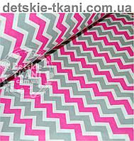 Ткань с серо-малиновым зигзагом № 537а