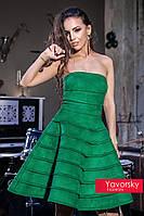 Зелёное расклешенное вечернее платье