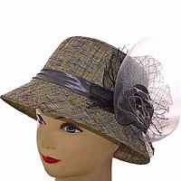 Шляпа женская украшена цветком