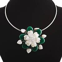 АкцияКолье на обруче зеленый Цветок перламутр и натуральный камень Ø 6см