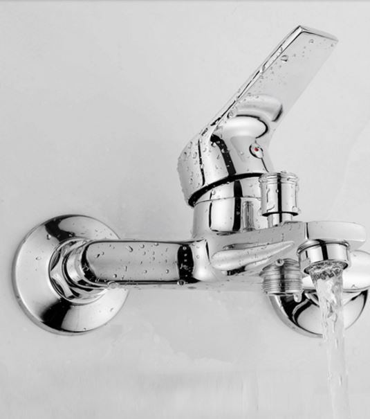 Смеситель кран с лейкой для ванной комнаты