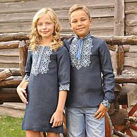 Парные вышиванки: темно-синяя вышиванка для мальчика и темно-синее вышитое платье для девочки, фото 1