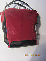 Бордовая сумка с лаковыми вставками