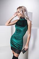 Красивое платье из бархата и кружева цвет зеленый