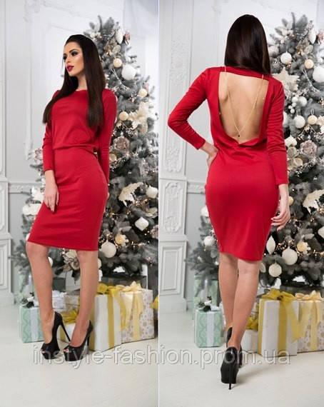 Красивое трикотажное платье с открытой спиной красное