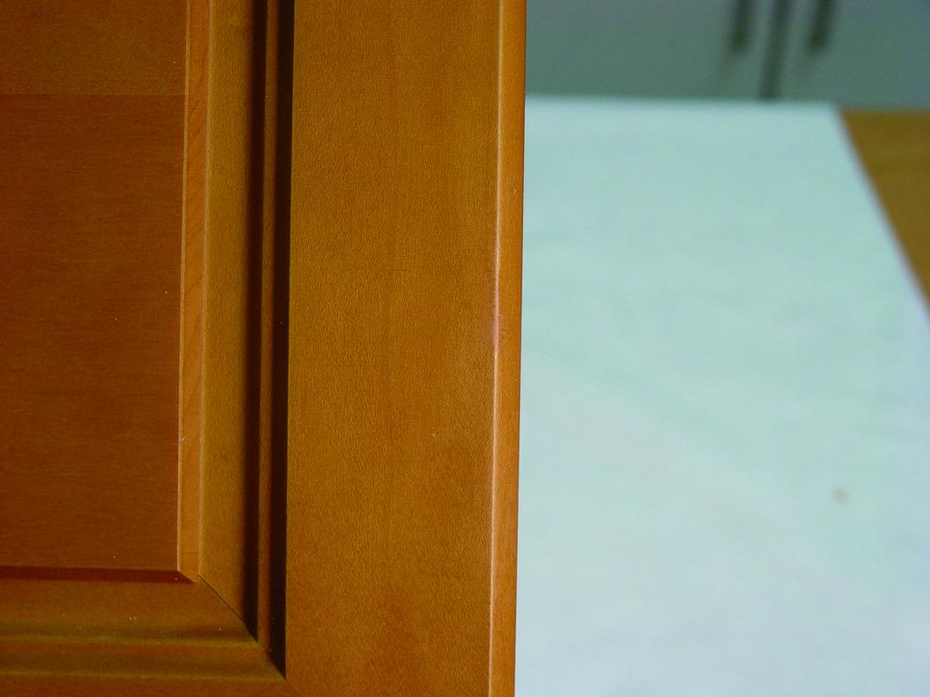 Реставрация мебели. Устранения сколов на фасаде -1