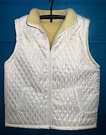 Женская жилетка из овечьей шерсти белого цвета
