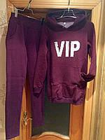 """Теплый женский спортивный костюм на флисе """"VIP"""" с надписью из пайеток с удлиненным батником цвета марсала"""