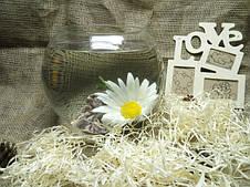 Круглая ваза в сене.