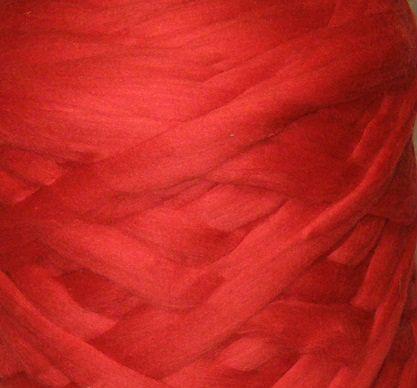 Товста, велика пряжа, 100% вовна овеча для валяння 50г. Колір: Червоний. 25-26 мкрн. Топсі. Гребінна стрічка