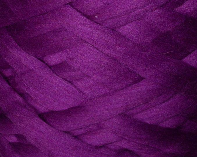 Толстая, крупная пряжа, 100% шерсть овечья для валяния, 50г. Цвет: Ирис. 25-26 мкрн. Топс. Гребенная лента