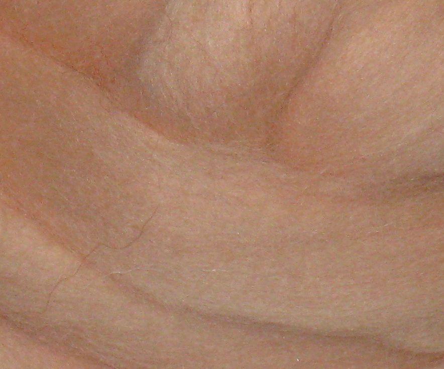 Толстая, крупная пряжа, 100% шерсть овечья для валяния 50г. Цвет: Телесный 25-26 мкрн. Топс. Гребенная лента