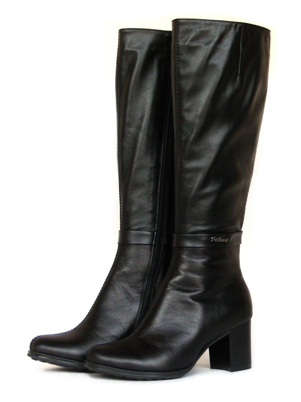 Черные сапоги на каблуке