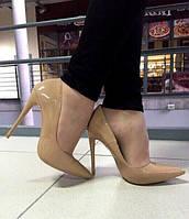 Элегантные женские лаковые туфли-лодочки на каблуку (12 см). Цвет бежевый