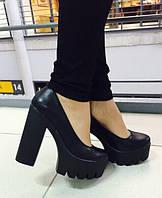 Элегантные женские туфли на широком каблуку, подошва тракторная. Цвет черный