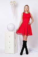 Кокетливое маленькое платье в красном цвете
