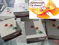 Коробка для подарунку з квітами