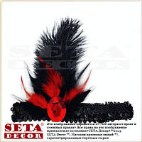 Черная повязка-резинка с красными перьями в ретро стиле.