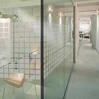 Декоративная тонировка пленкой стеклянных офисных перегородок  Квадраты, фото 1