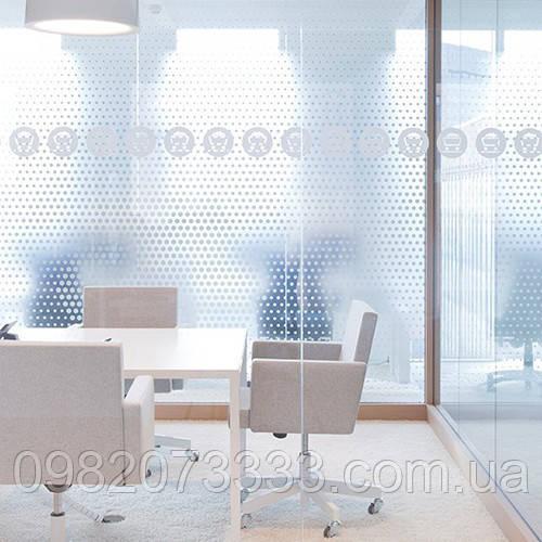 Декоративное интерьерное тонирование пленкой офисных перегородок Точки белые матовые
