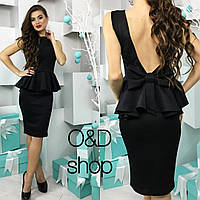Элегантное женское платье приталенного кроя с баской, на спине глубокий вырез и бантик. Черный цвет