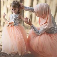 Изысканный набор платьев мама и дочка верх паетки низ фатин