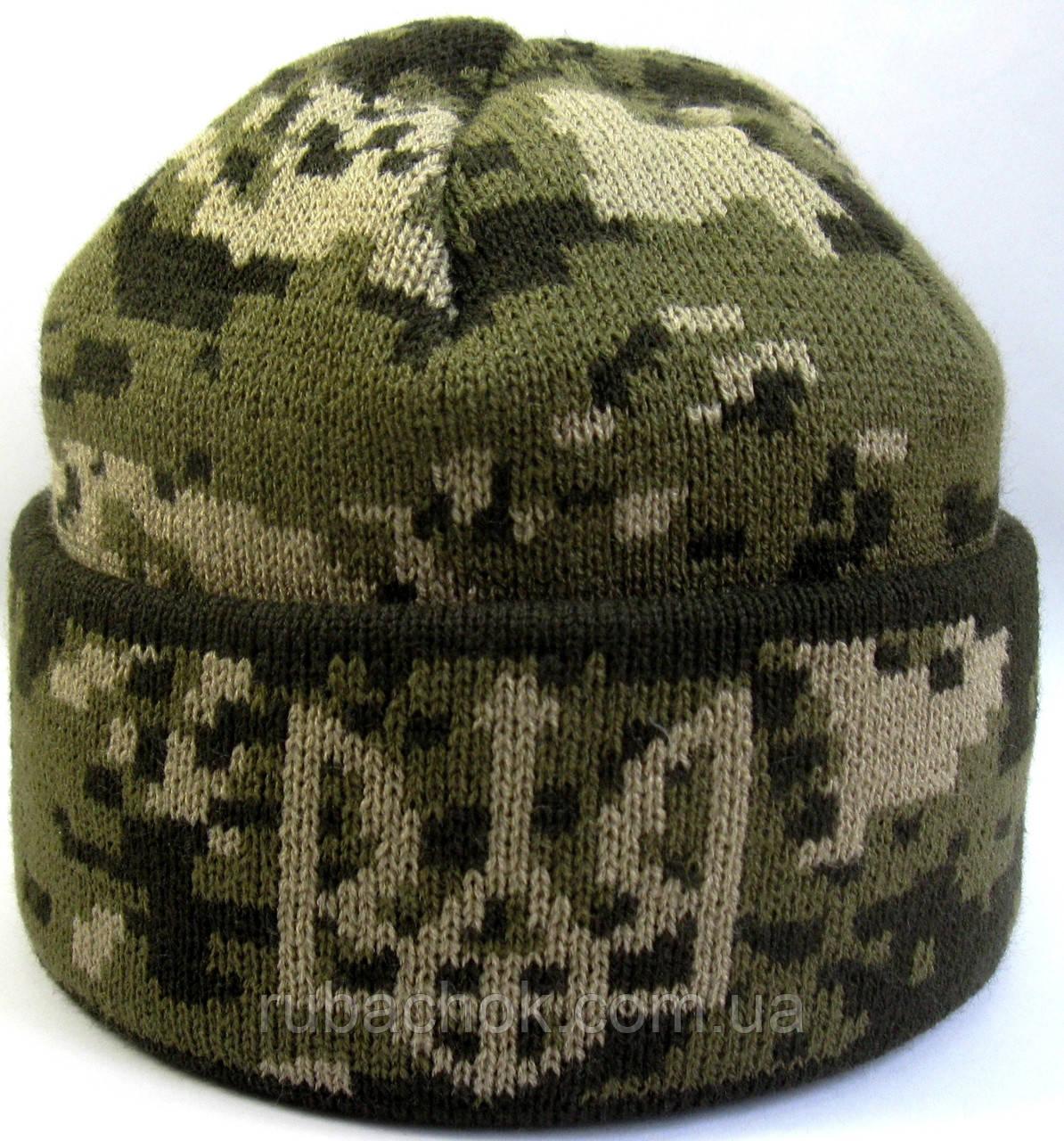 №13 - Вязаная шапка темный, светлый пиксель с подворотом и гербом Украины.