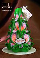 Новогодняя свеча ёлочкой. Хороший подарок на новый год, рождество, украшена табличкой 2017