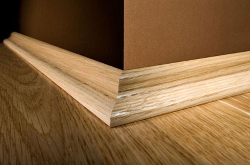 Установка ( монтаж ) плинтуса  из дерева  (деревянного плинтуса )