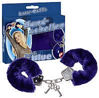 Металлические наручники в меховой синей оболочке
