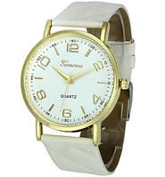 Стильные кварцевые женские часы бежевые