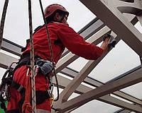 Уборка высотных конструкций потолков, стен в цехах предприятий без остановки производства.